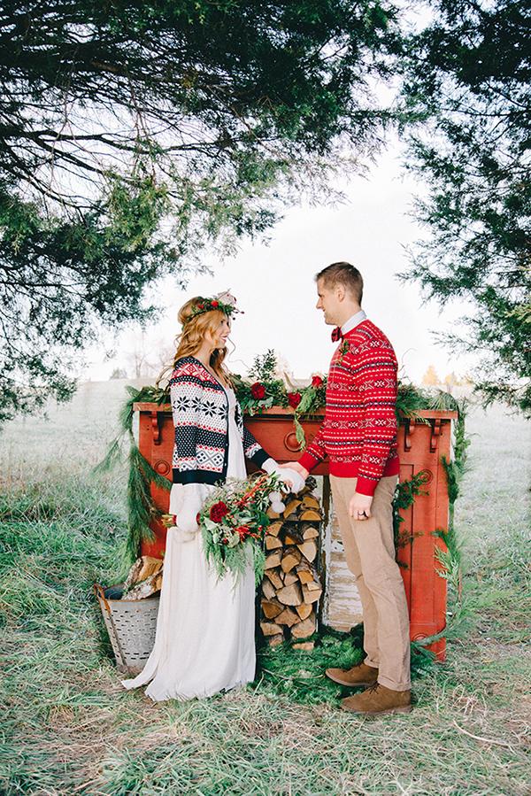20-festive-styled-wedding-winter-woods-corgi-holiday-sweater