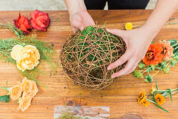 Ruffled - photo by Jessica Cooper Photography http://ruffledblog.com/diy-hanging-living-terrariums